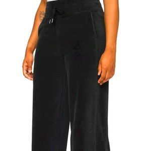 Lululemon black size 4 wide pants